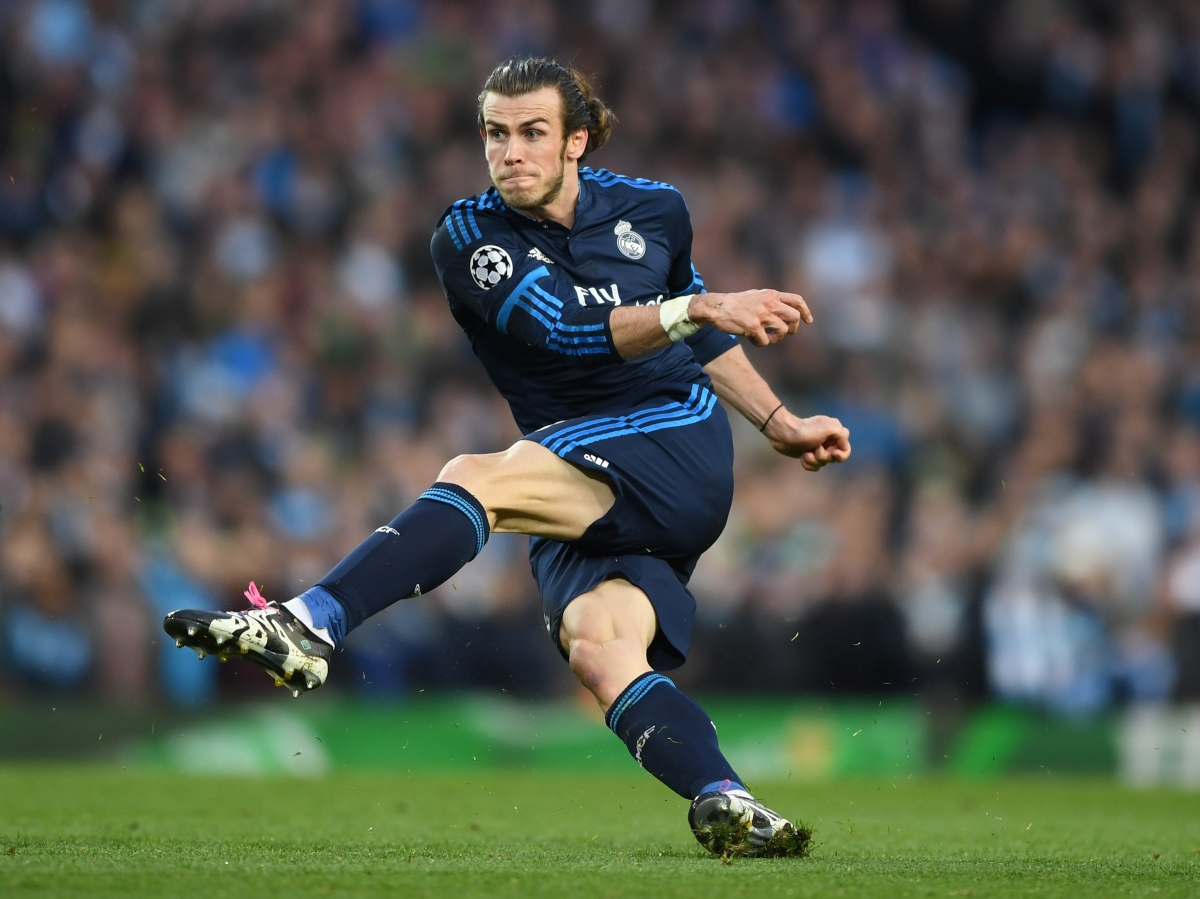 Gareth Bale shoots from distance