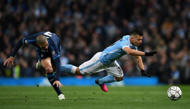 Aguero goes down under pressure