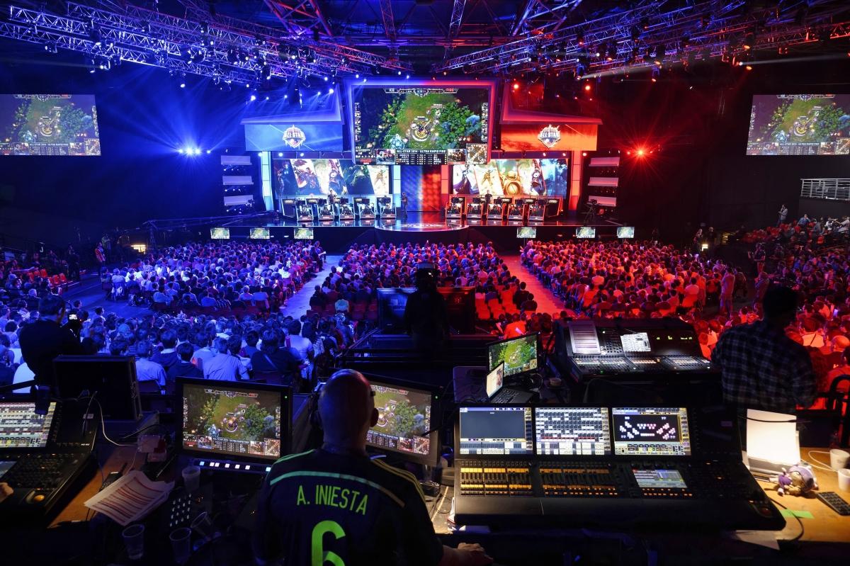 Visitors watch League of Legends