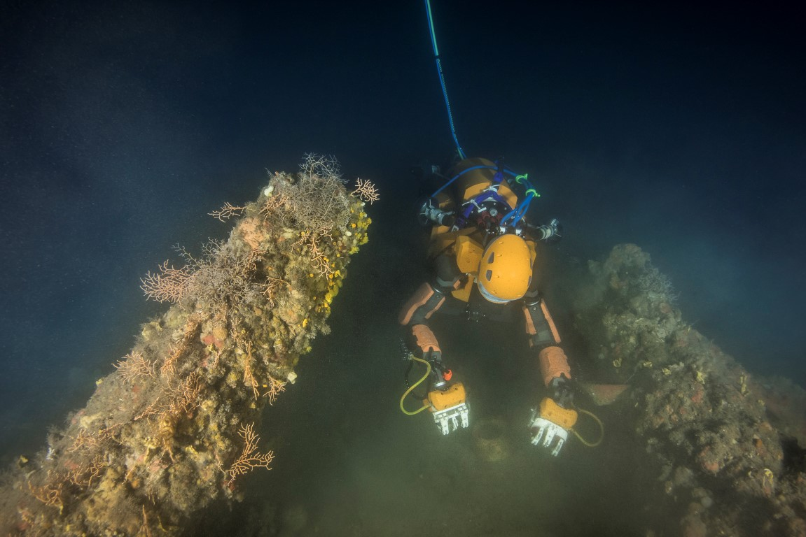 Robot Mermaid OceanOne