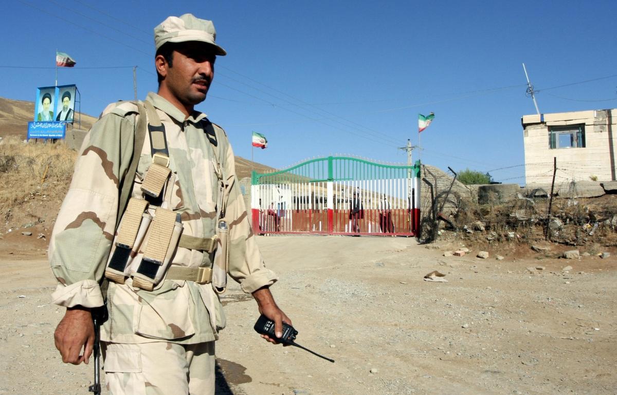 An Iraqi Kurdish border guard