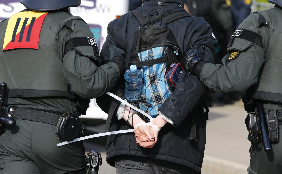 Protester arrested outside AfD conference