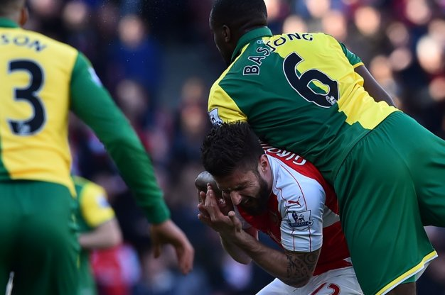 Giroud complains of being fouled