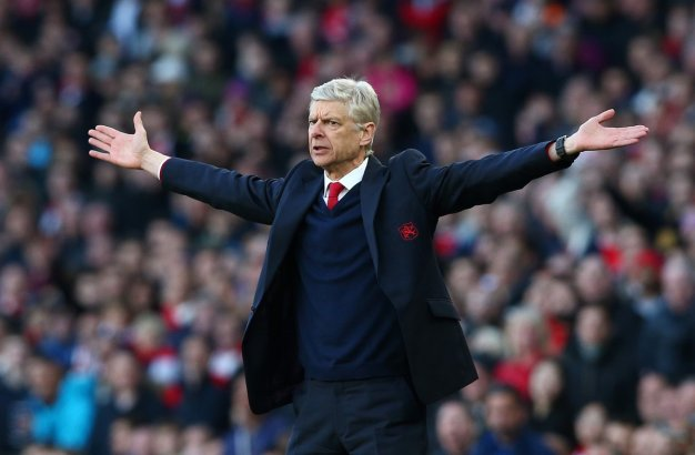 Arsene Wenger pleads for a foul