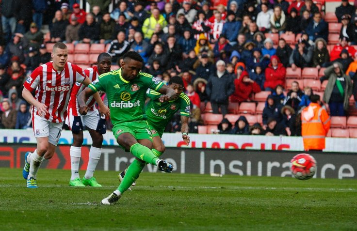 Jermain Defoe scores from the spot