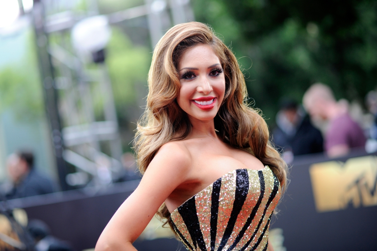 braless farrah abraham's cleavage-show sparks backlash on instagram