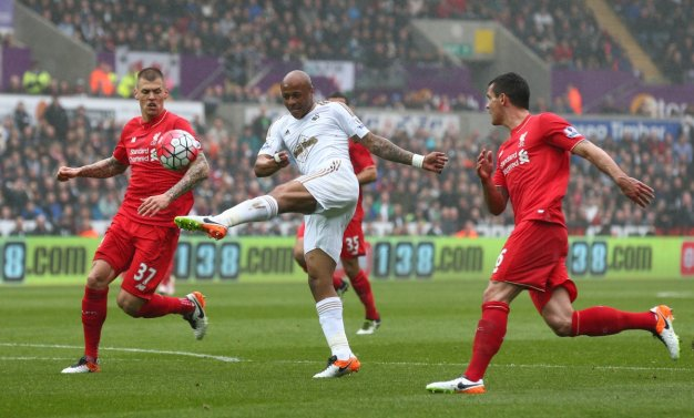 André Ayew shoots at goal