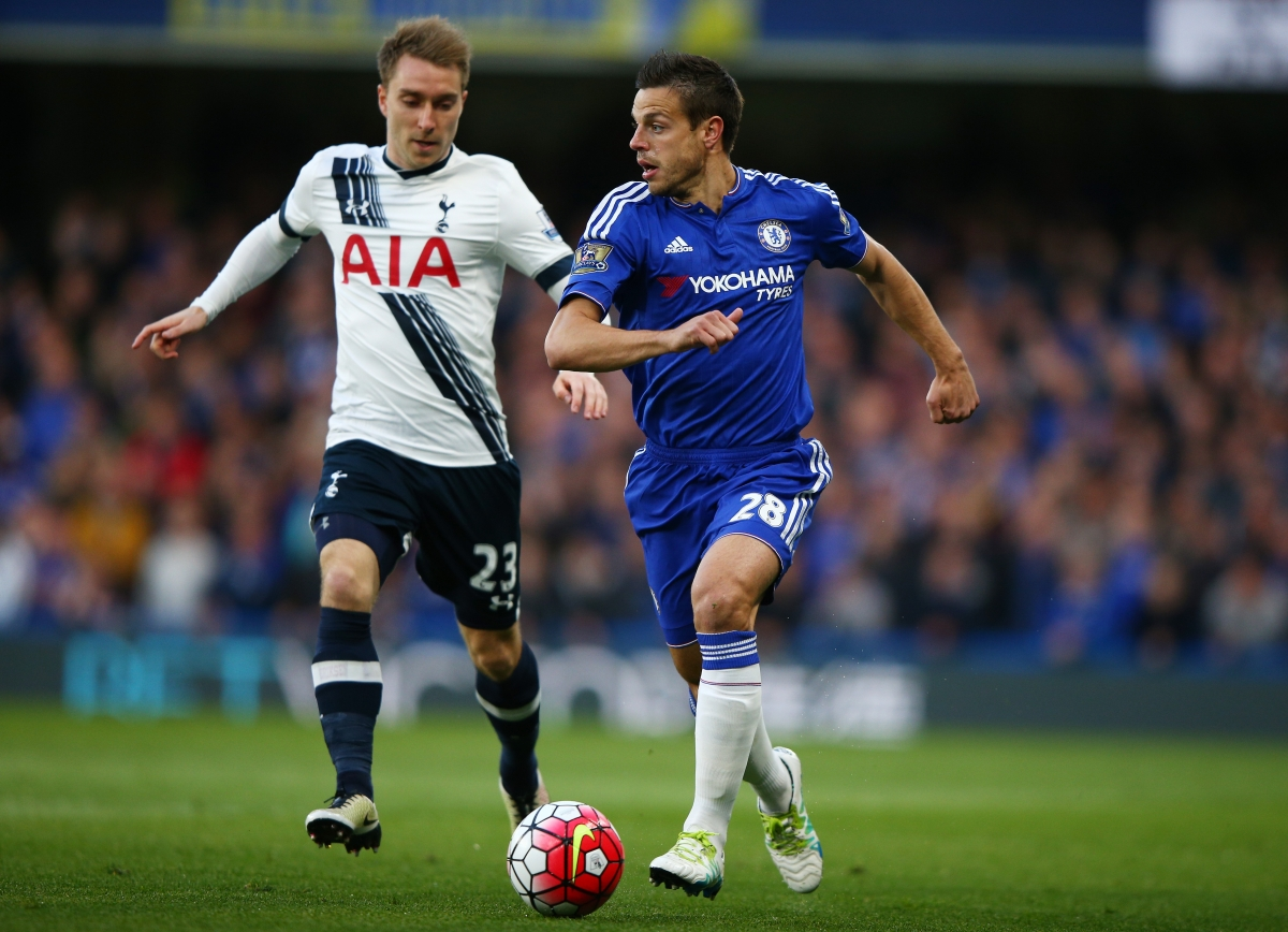 Cesar Azpilicueta dribbles with the ball