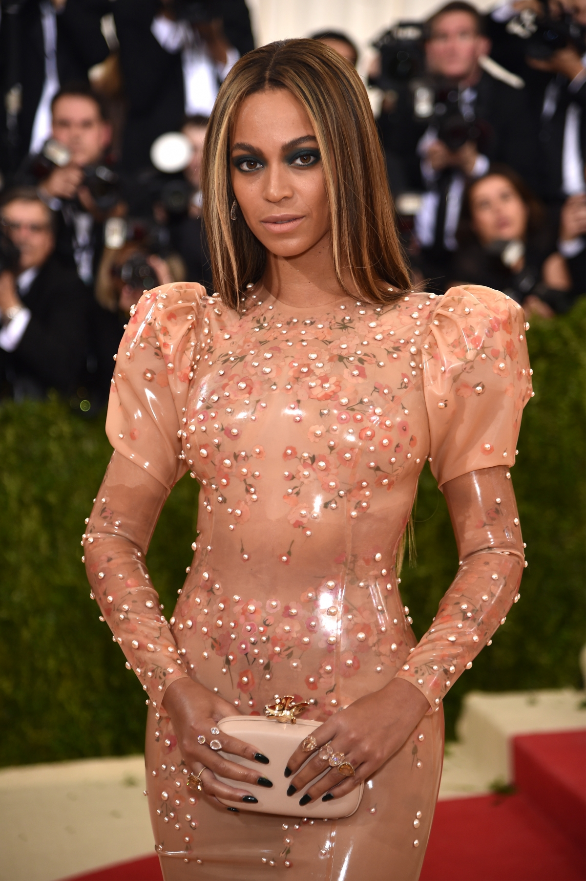 Met Gala 2016 Twitter Users Call Beyonce S Dress A Giant