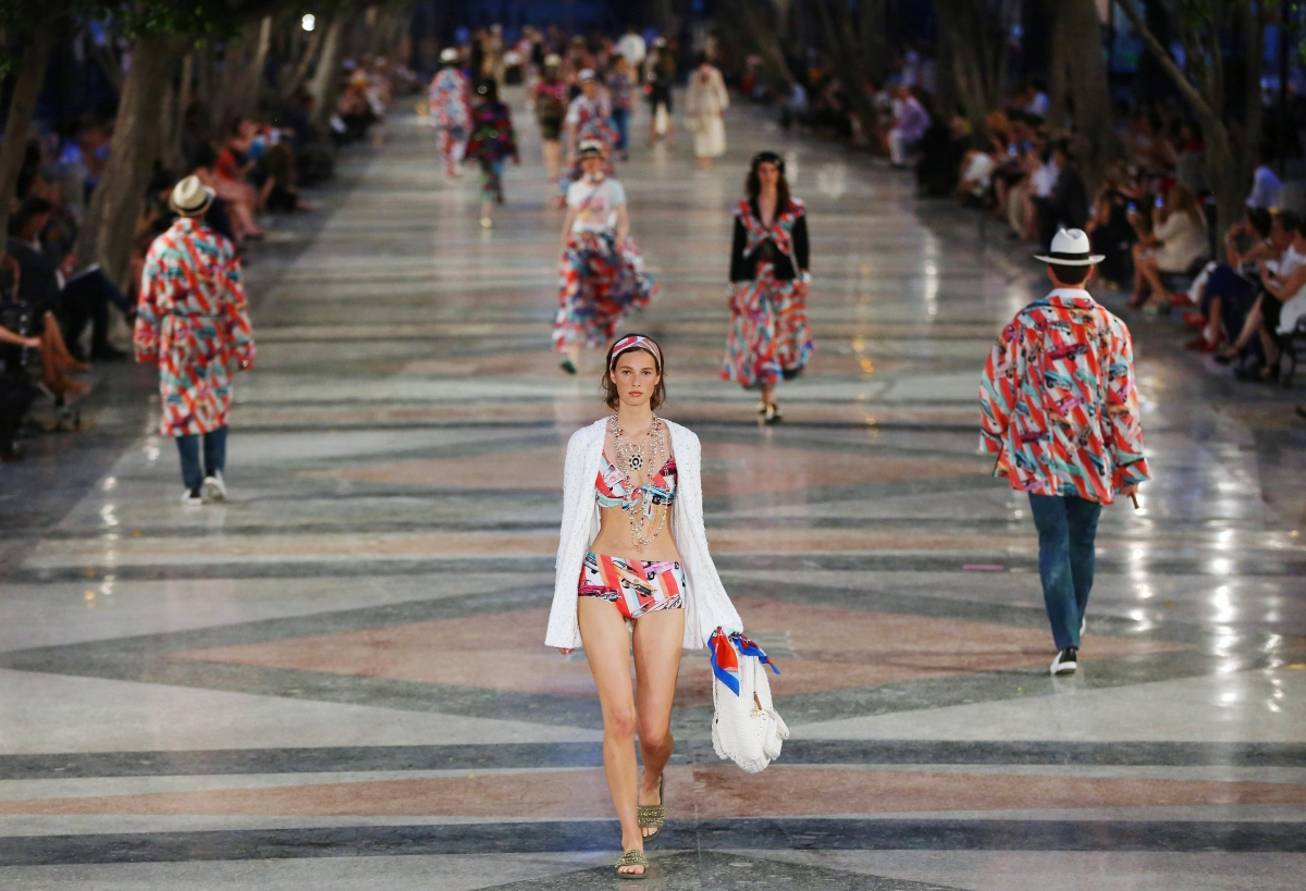 Chanel debuts Cruise 2017 collection in dazzling first Cuban fashion show