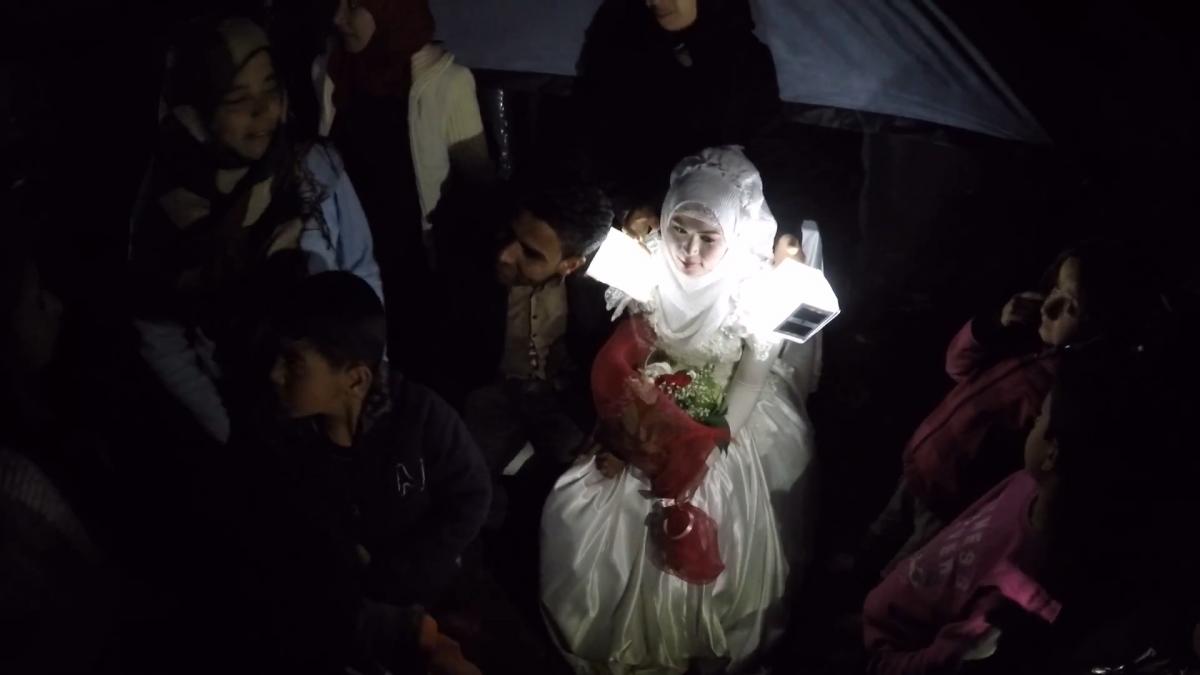 Refugees get married