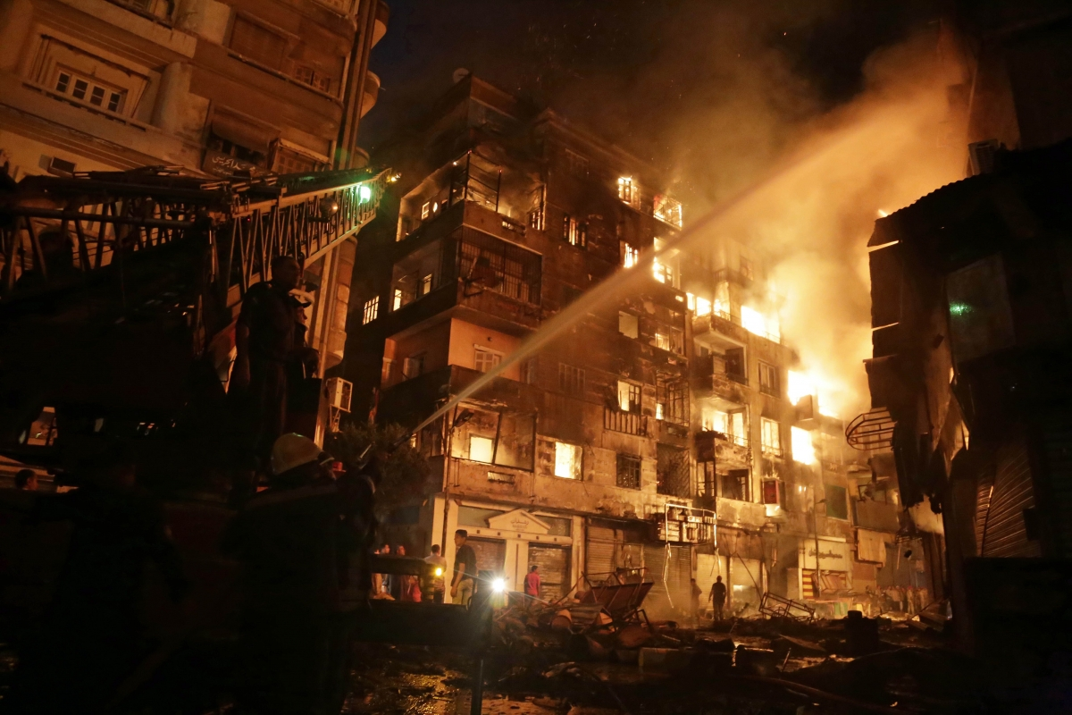 Egyptian firefighters extinguish fire