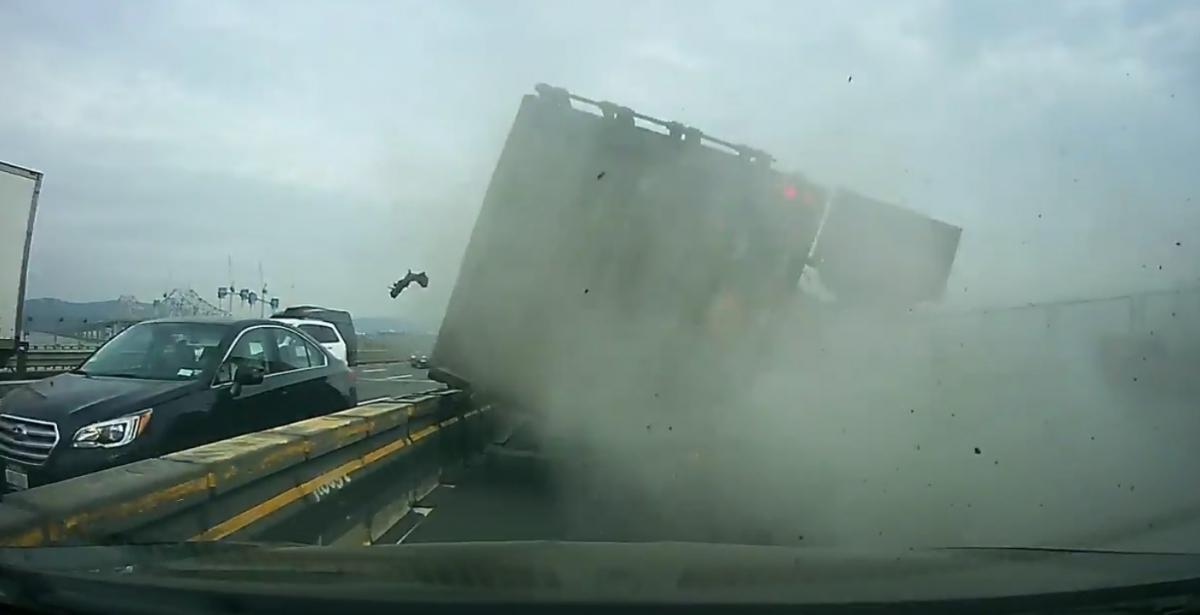 truck overturns on Tappan Zee Bridge