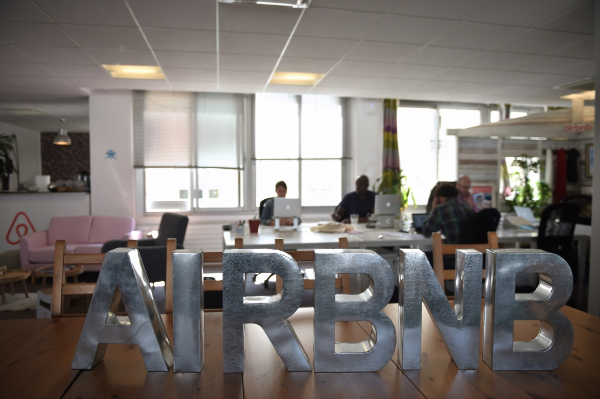 Airbnb sign