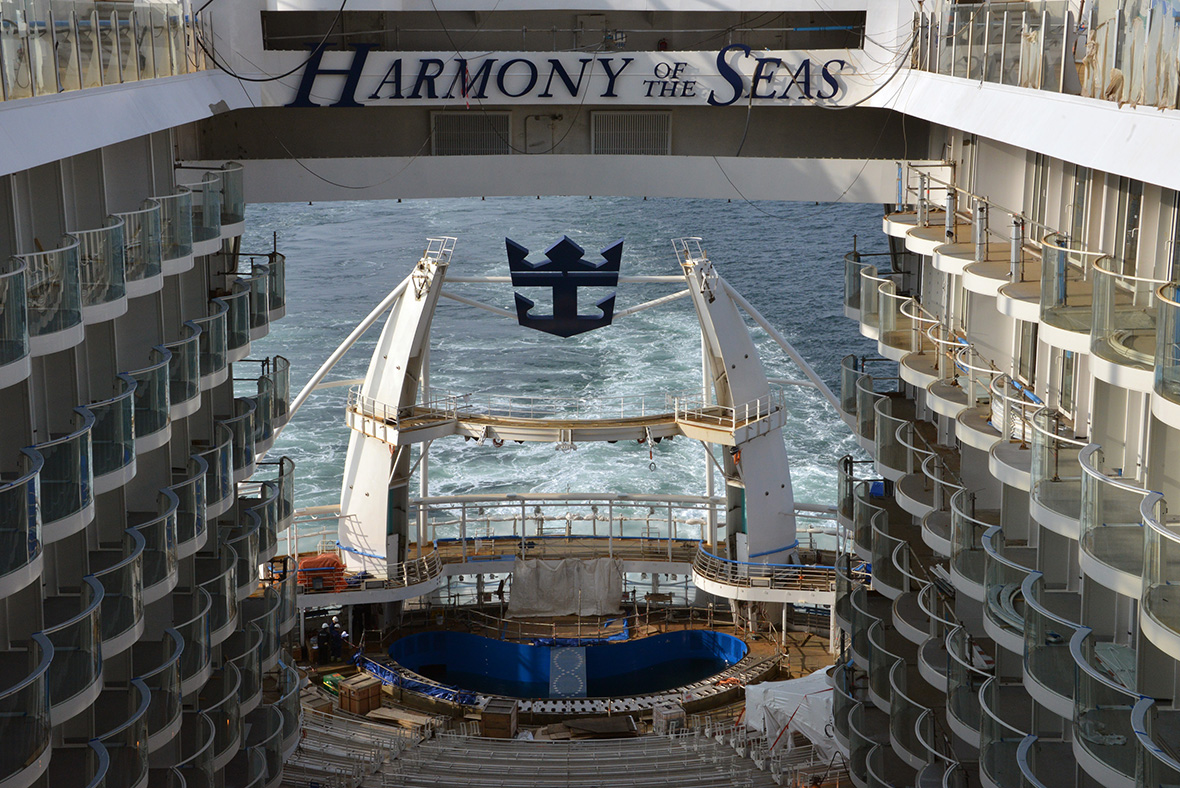 Harmony Of The Seas Water Slides Casinos Robot Bartenders - Largest cruise ship engines