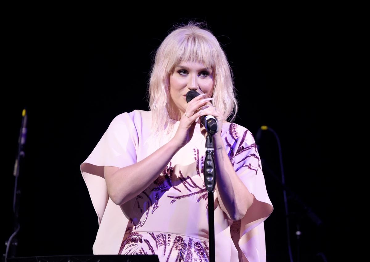 Kesha performance