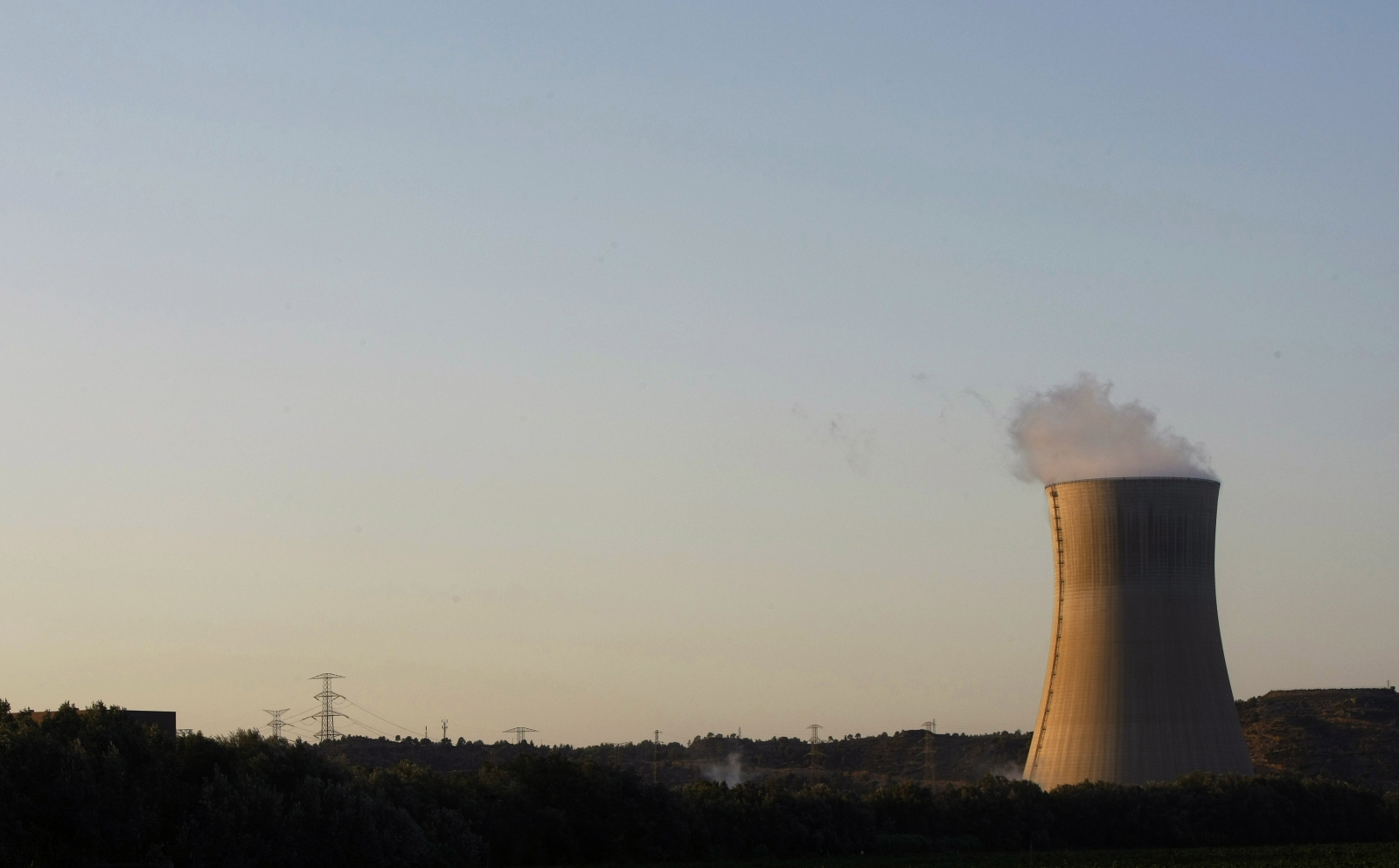 Hitachi, Bechtel and JGC team up to build new £10bn nuclear power station in Wales