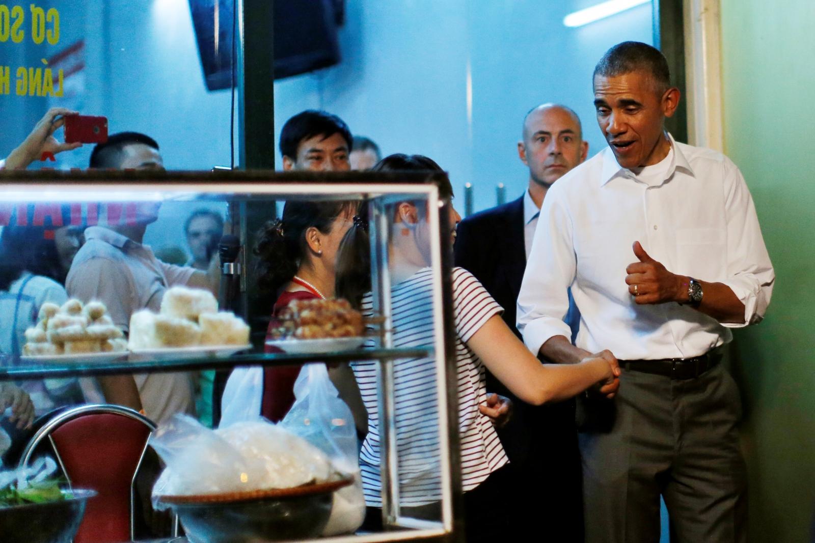 Anthony Bourdain Treats Obama To  6 Meal In Hanoi