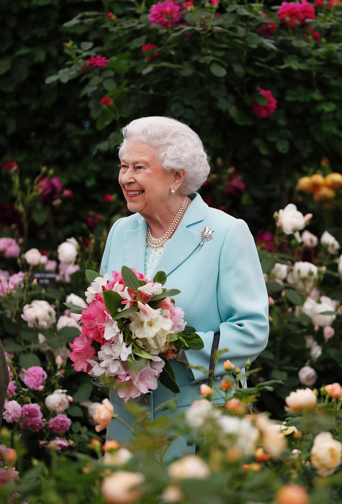 Chelsea flower show 2016 photos of the queen prince - Royal flower show ...