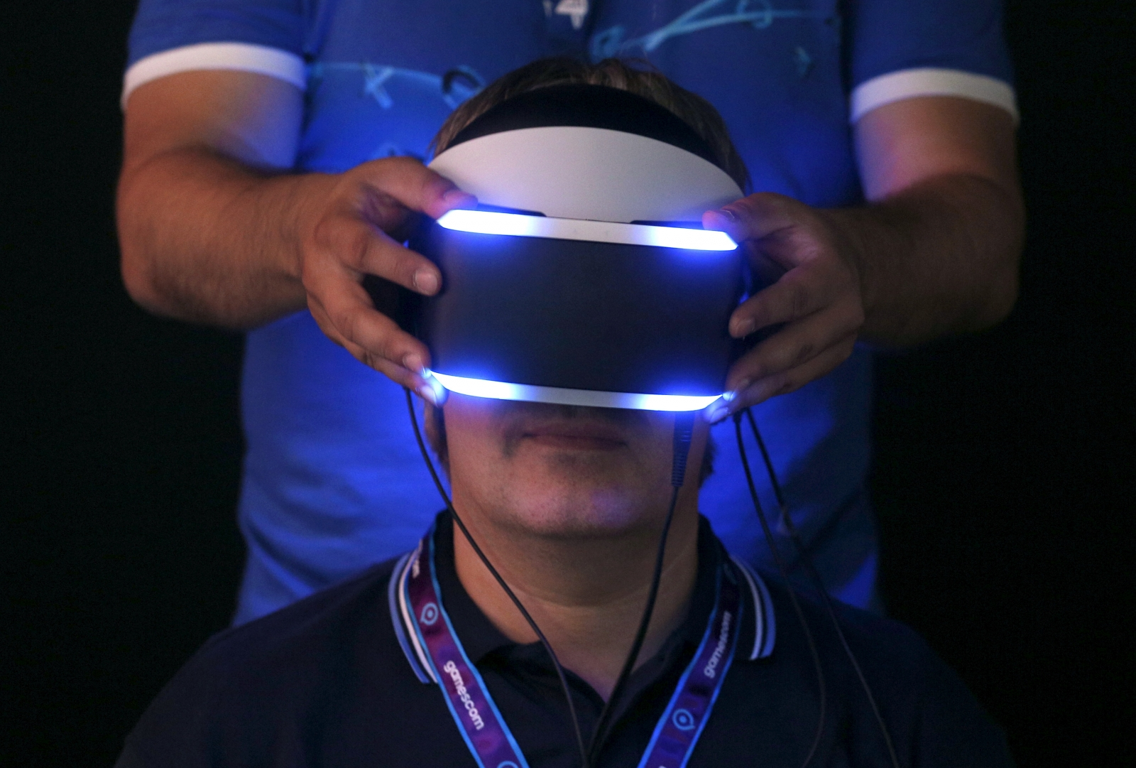 Vr Headset Comparison >> Sony patents wireless PlayStation VR system with HTC Vive ...