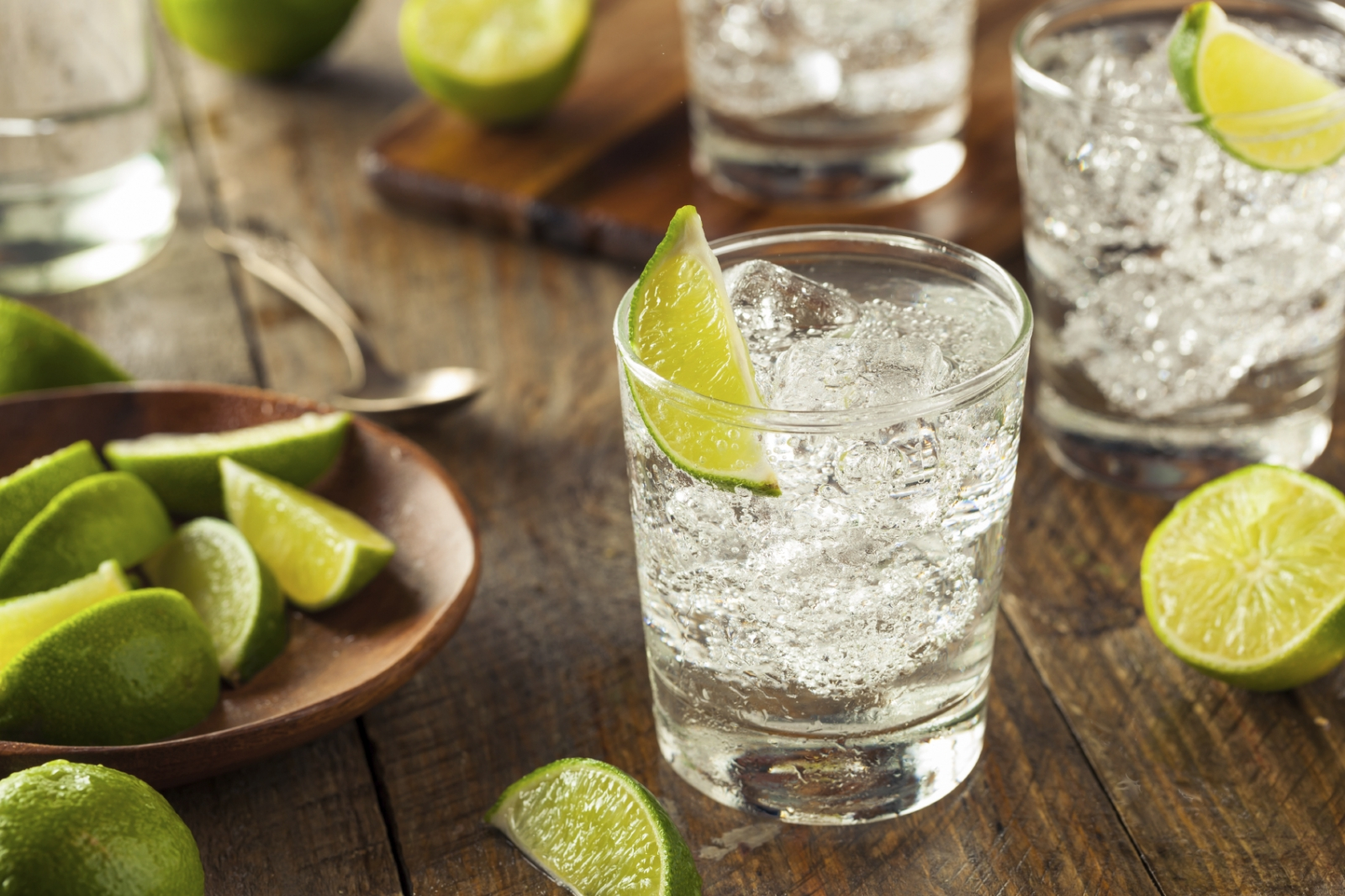 Gin and tonic with ice and lime