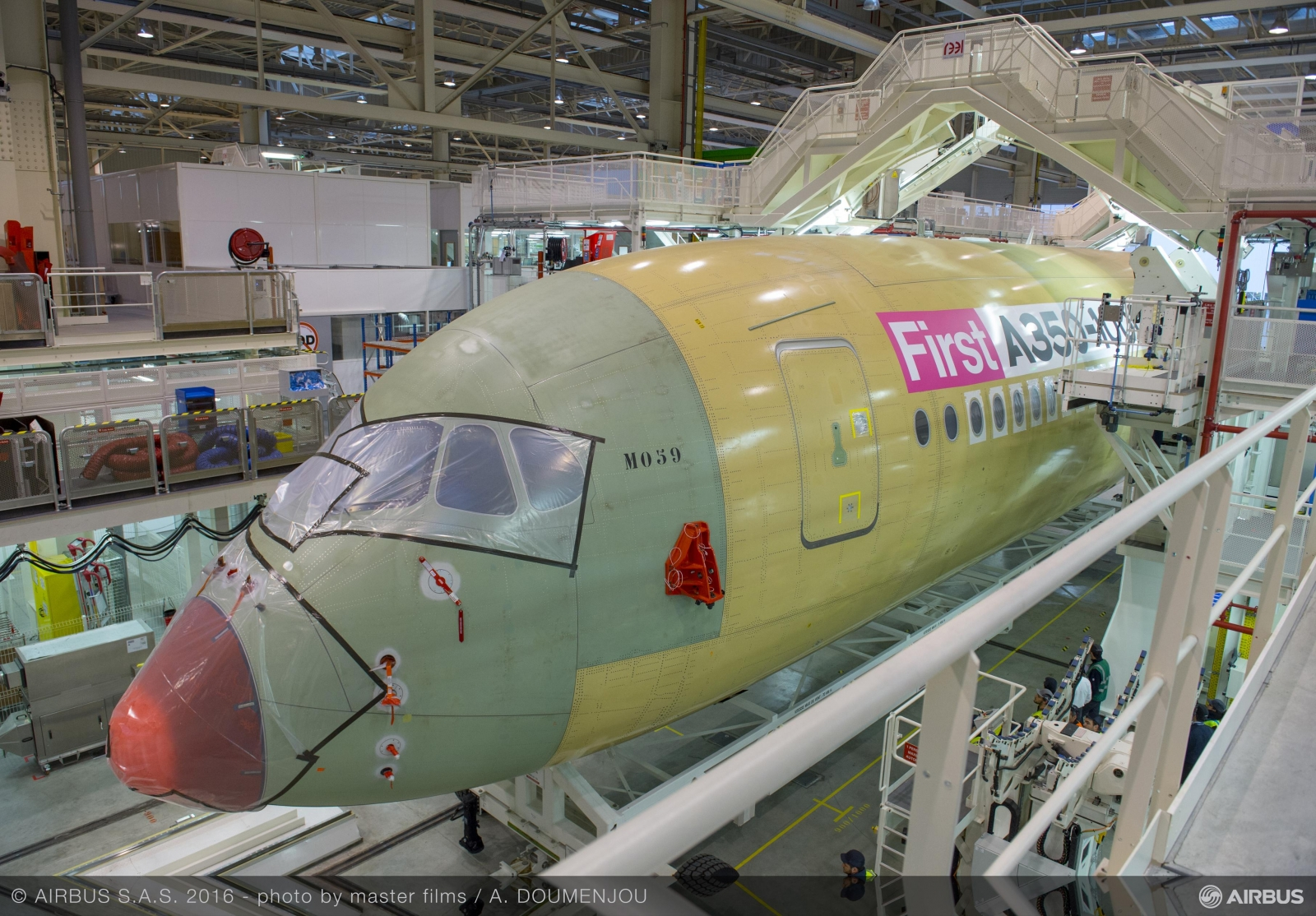 Building an Airbus A350 plane