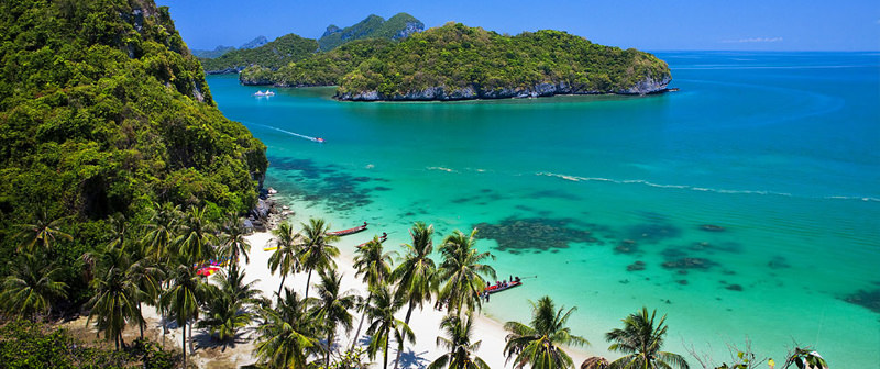 The beautiful beaches and clear waters of Koh Samui.