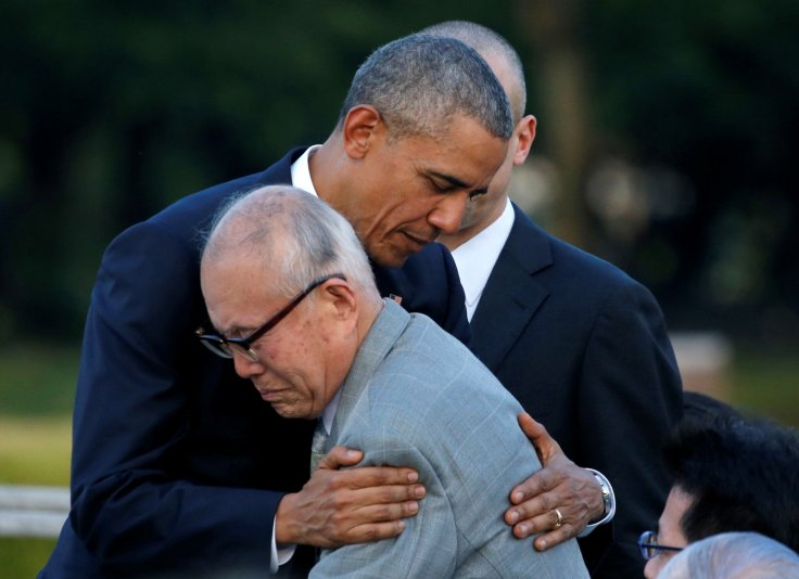Obama hugs a Hiroshima survivor