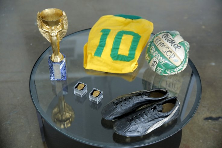 Pele auction
