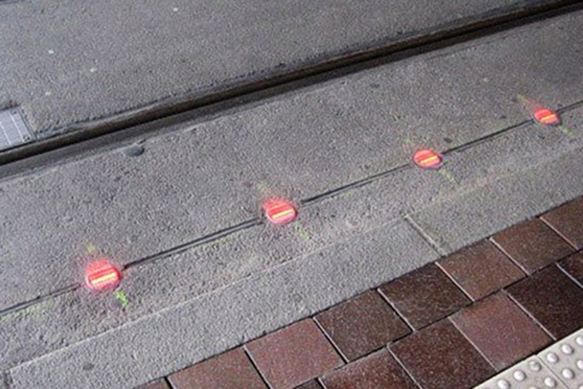 Ground level traffic lights