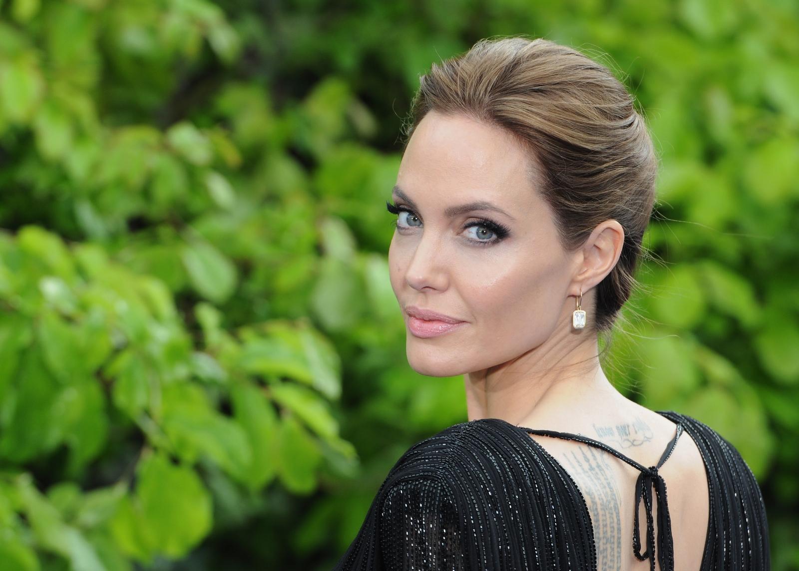 Angelina Jolie: Angelina Jolie Afraid Of Estranged Father Jon Voight