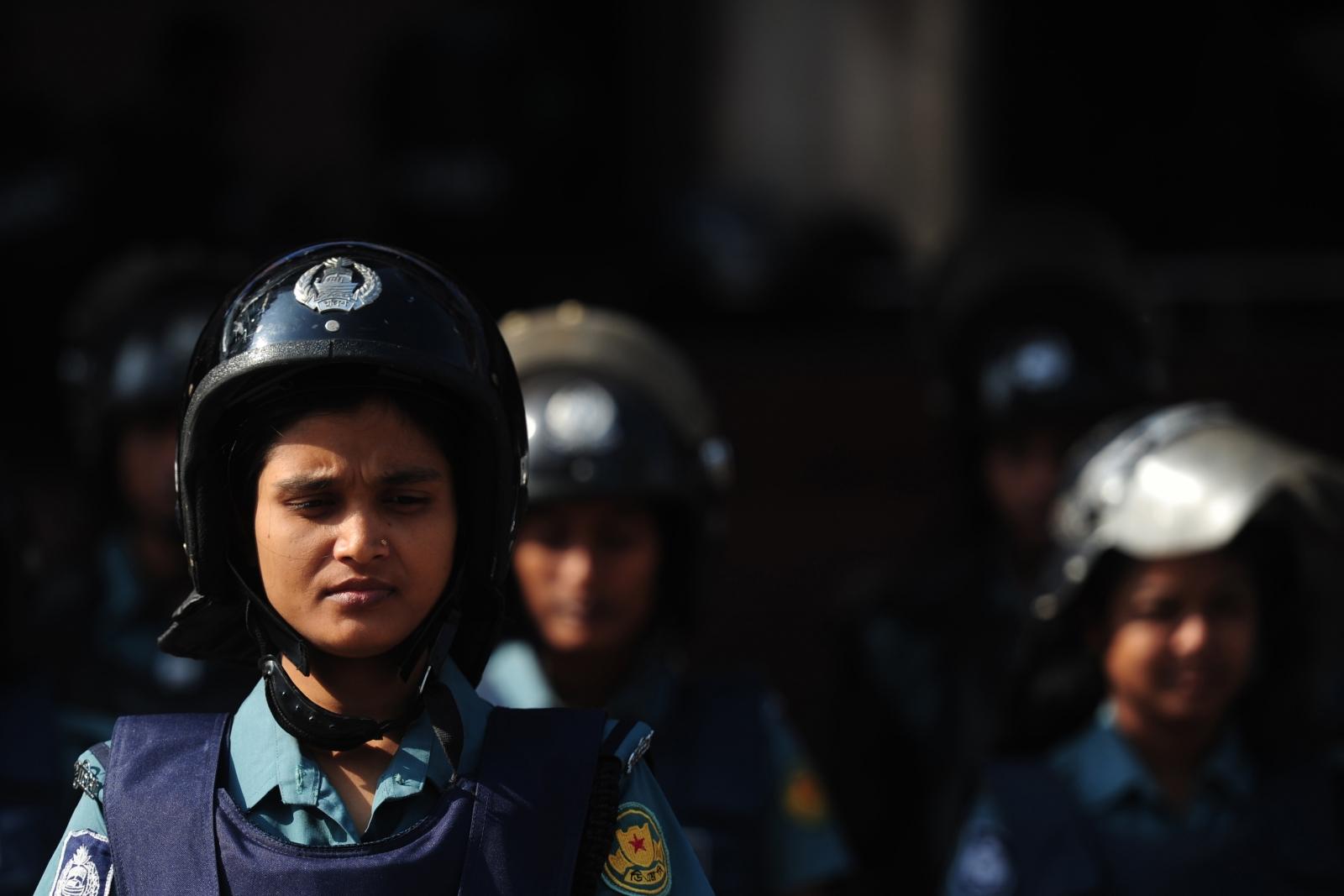 Bangladesh policewoman