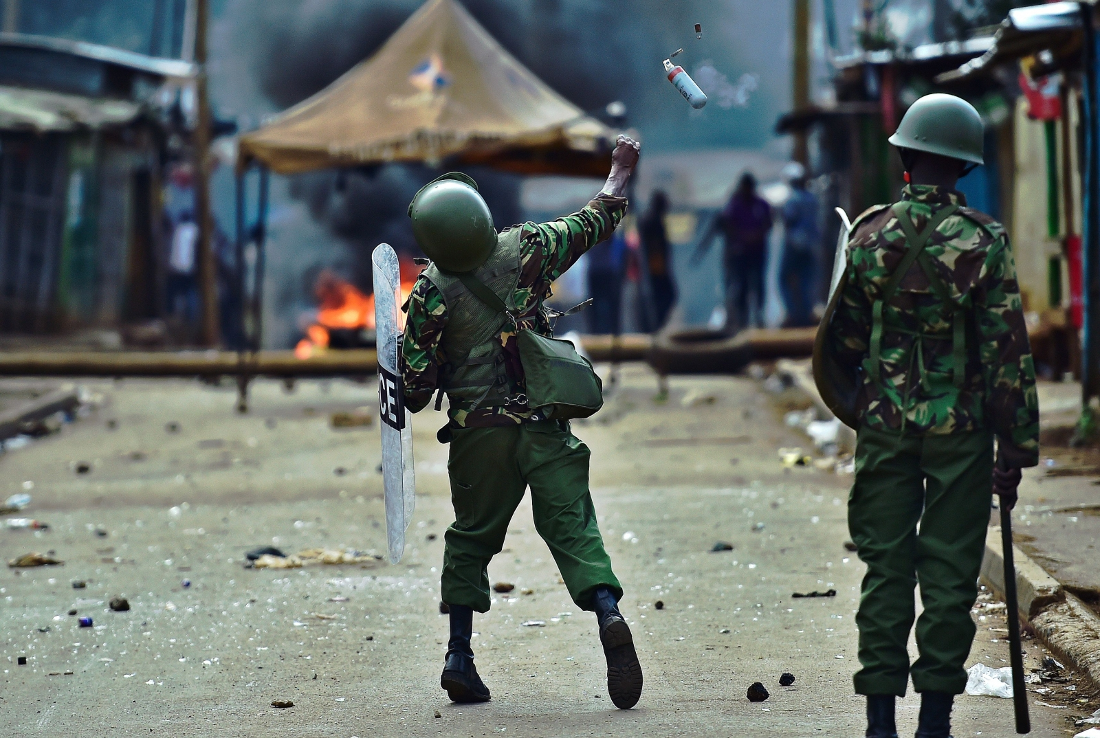 Police throws tear gas during Kenya protest