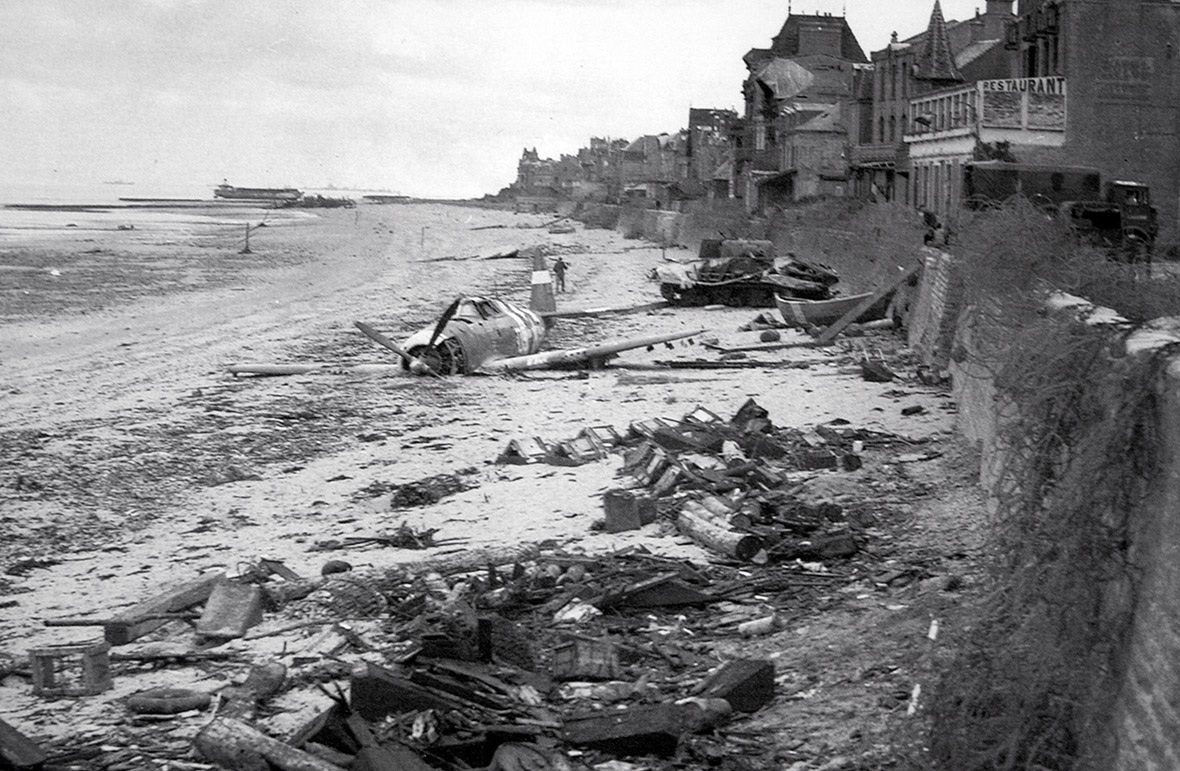d day juno beach On june 7th, a canadian vanguard was sent to fulfil d-day mission, the capture of caen airfield in carpiquet however  located behind juno beach.