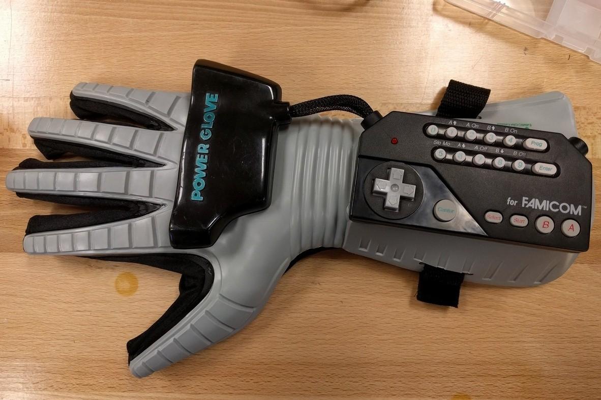 Nintendo Power Glove hacked