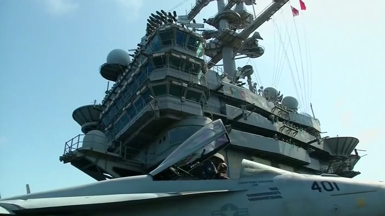 US Navy fighter jets target Iraq IS