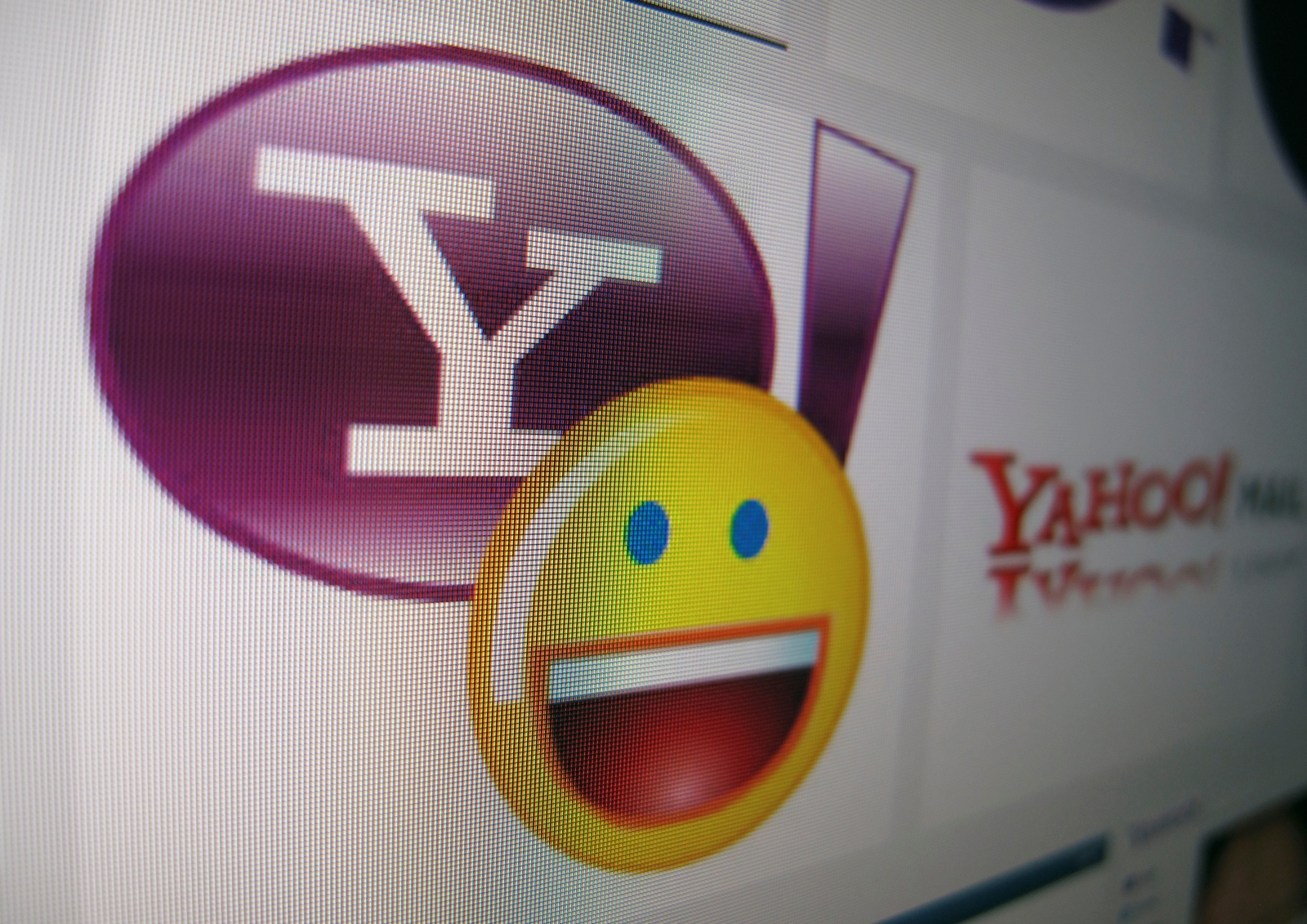 Yahoo to finally log out of its legacy Messenger by August
