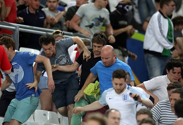 Fans of England and Russia got into a fight in Marseilles on the eve of the teams meeting 06/11/2016 95