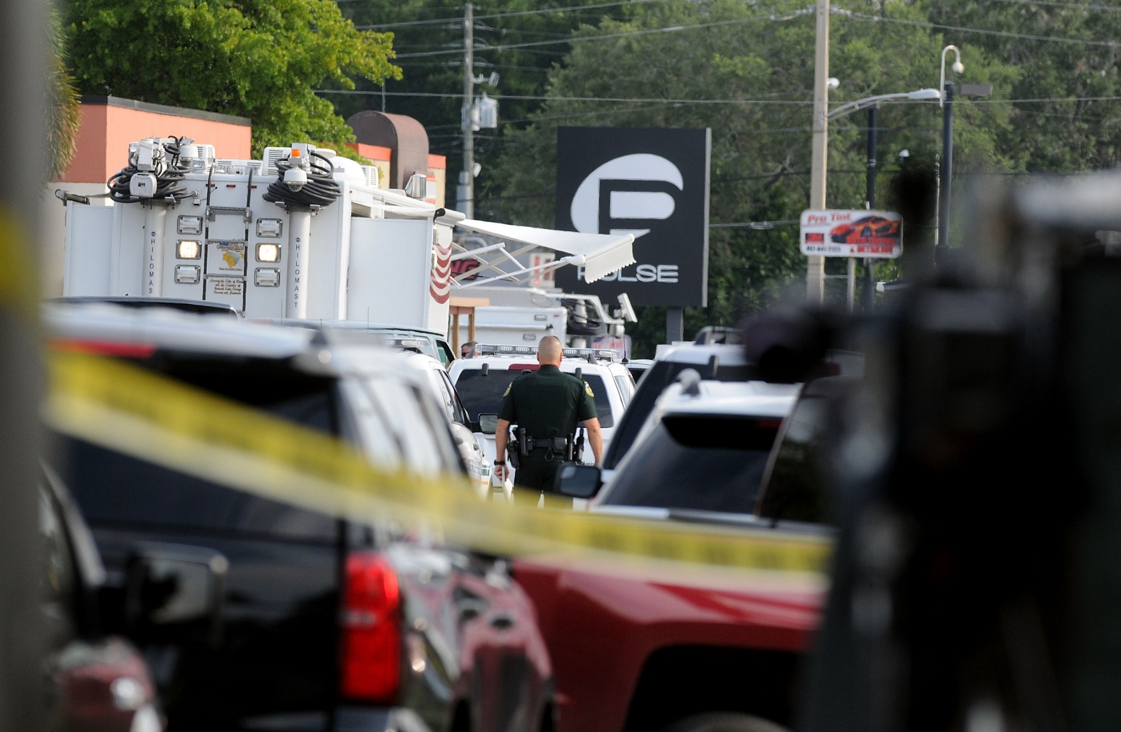 Police seen outside Pulse, Orlando