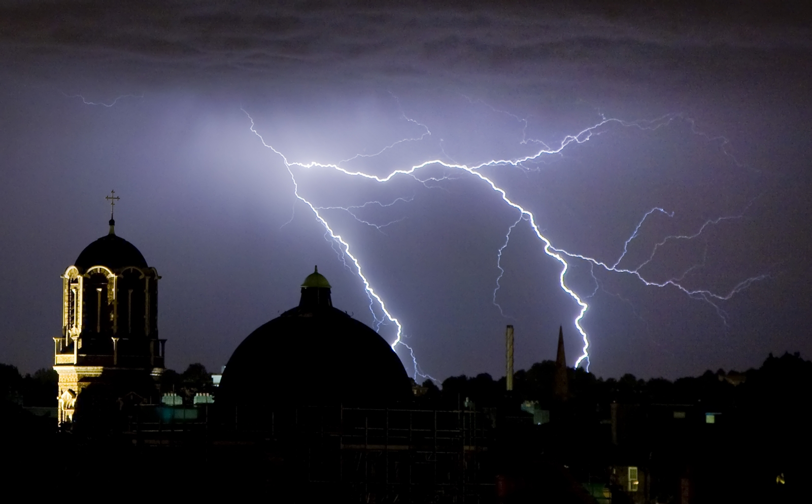 London Weather: UK Weather: London Braced For Severe Thunderstorms And Hail