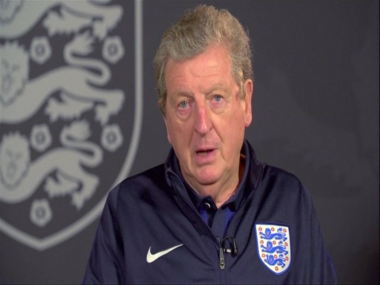 Hodgson and Rooney plead with England fans
