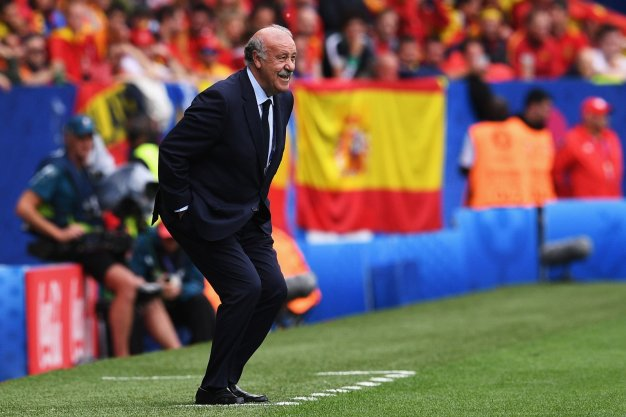 Vicente del Bosque barks instructions