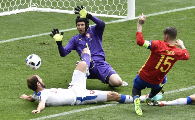 Cech saves from Ramos