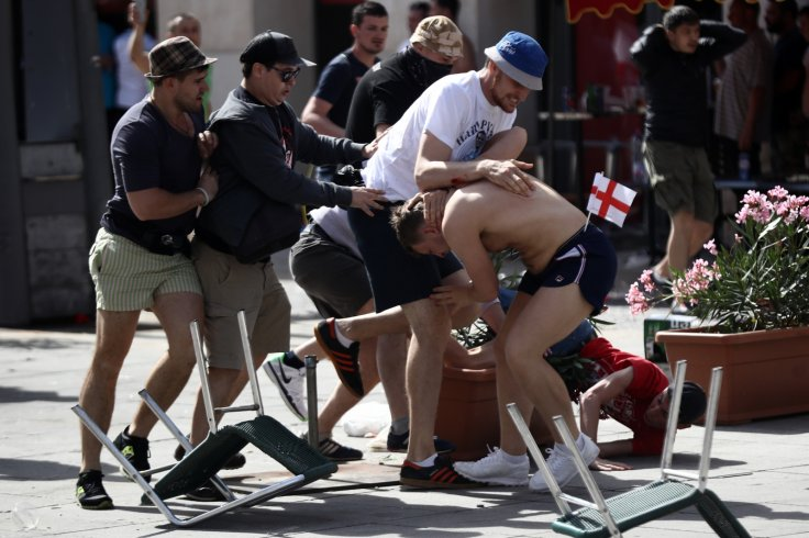 Euro 2016 England and Russia fans fighting
