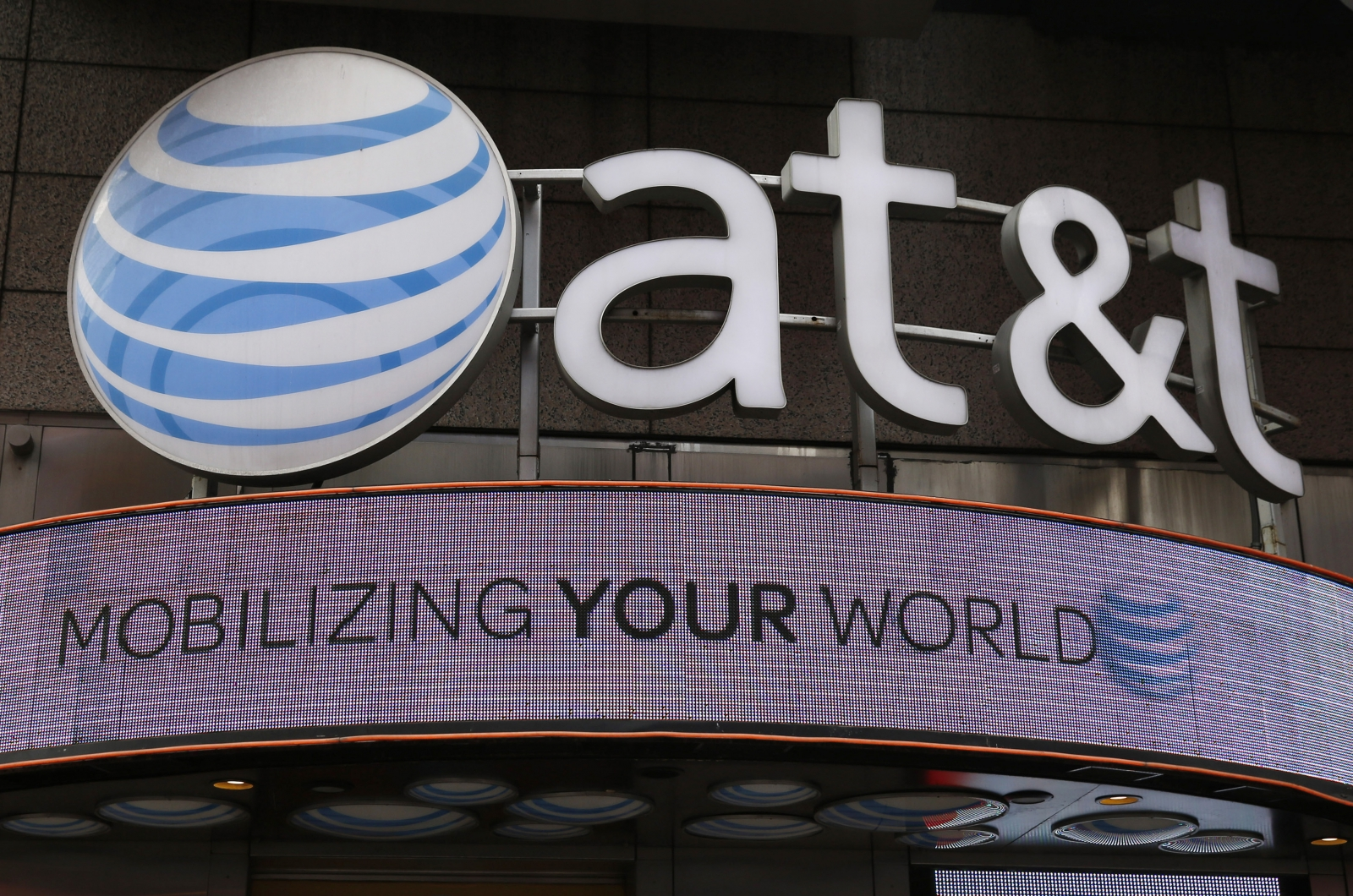 AT&T reveals it is under constant attack and wards off over 200,000 malware attacks everyday