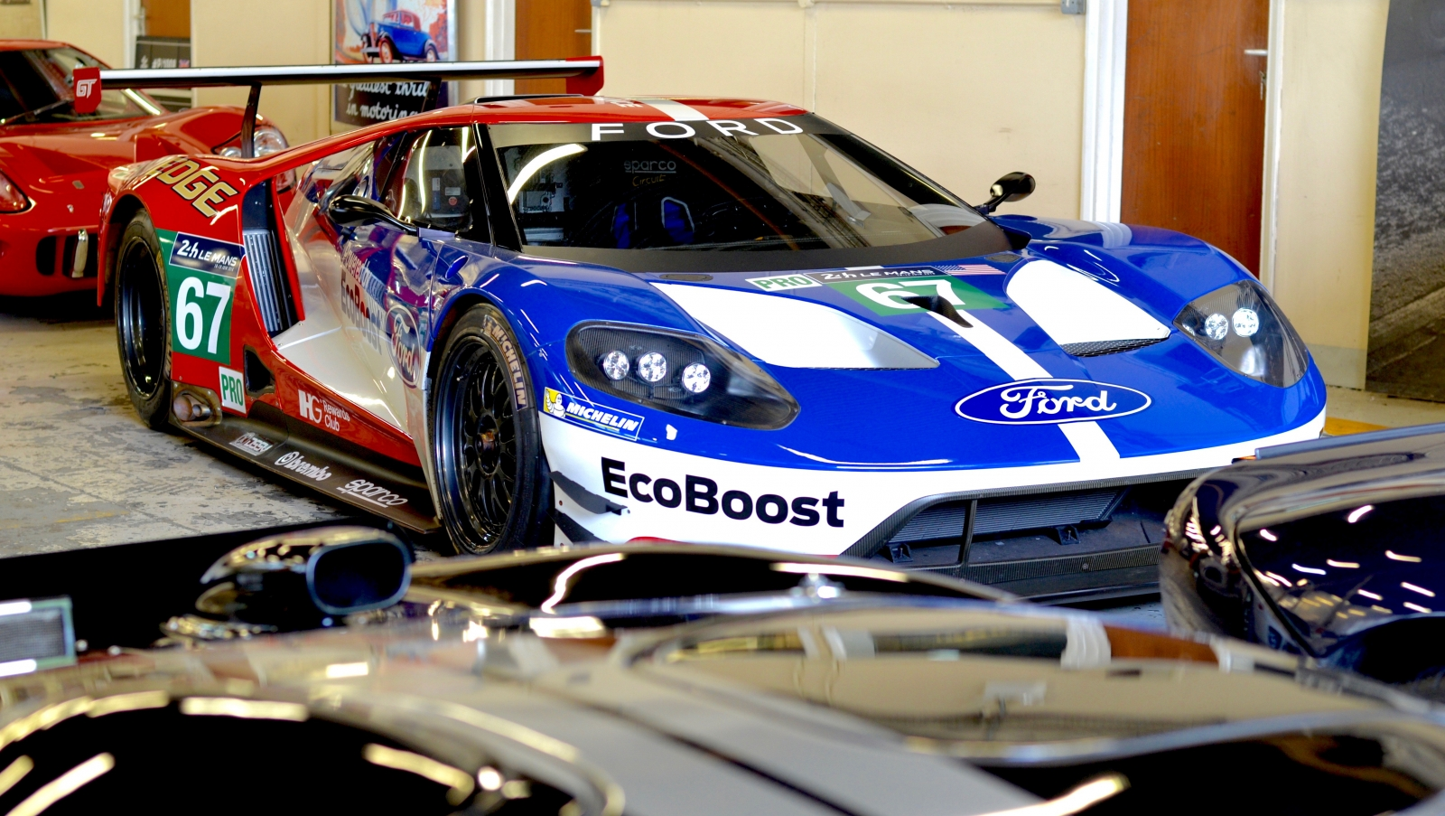 le mans 2016 ford gt photoshoot new racer meets its gt and gt40 predecessors ahead of 24 hour race. Black Bedroom Furniture Sets. Home Design Ideas