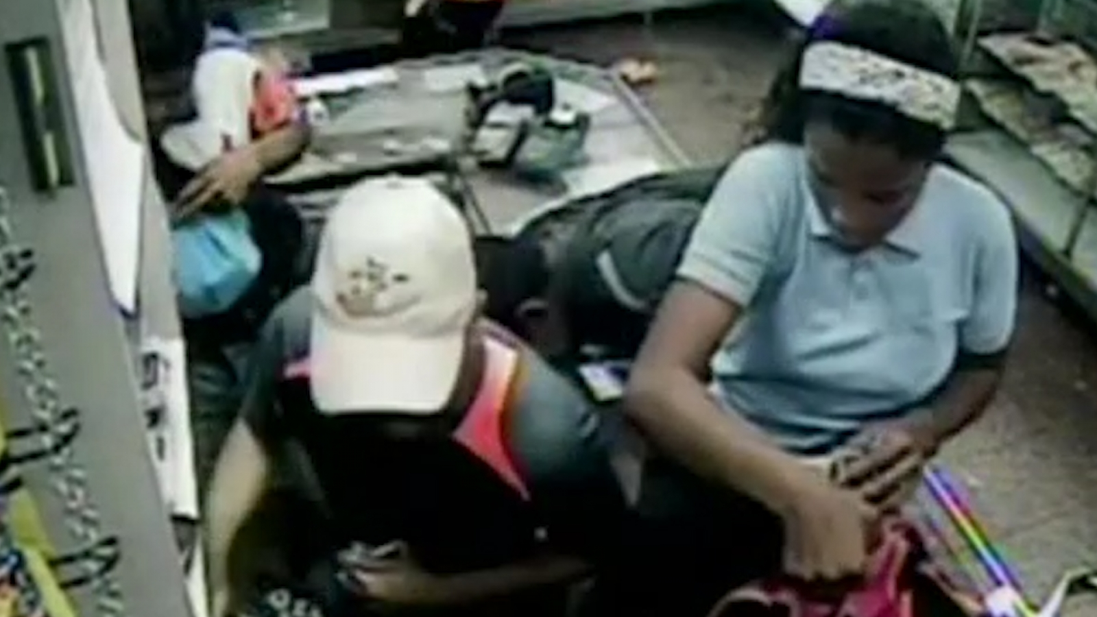 CCTV Captures looting in Caracas bakery