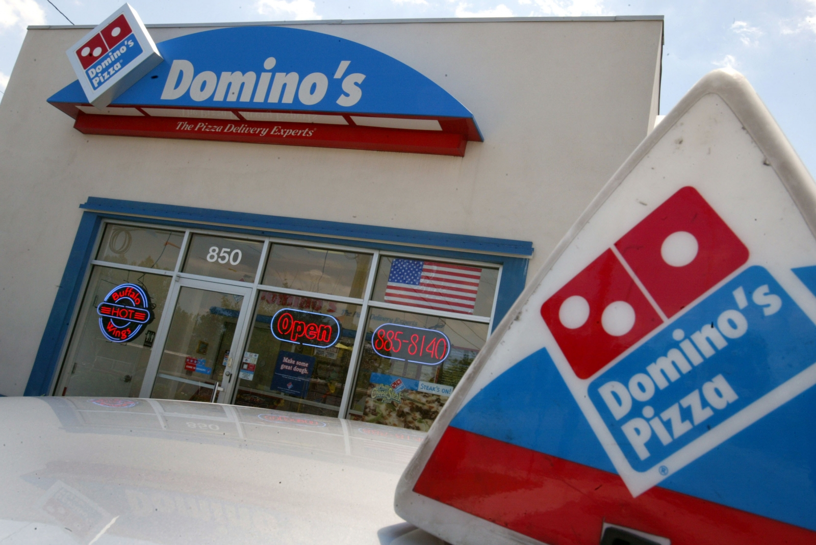 Domino's ends free pizza deal with T-mobile