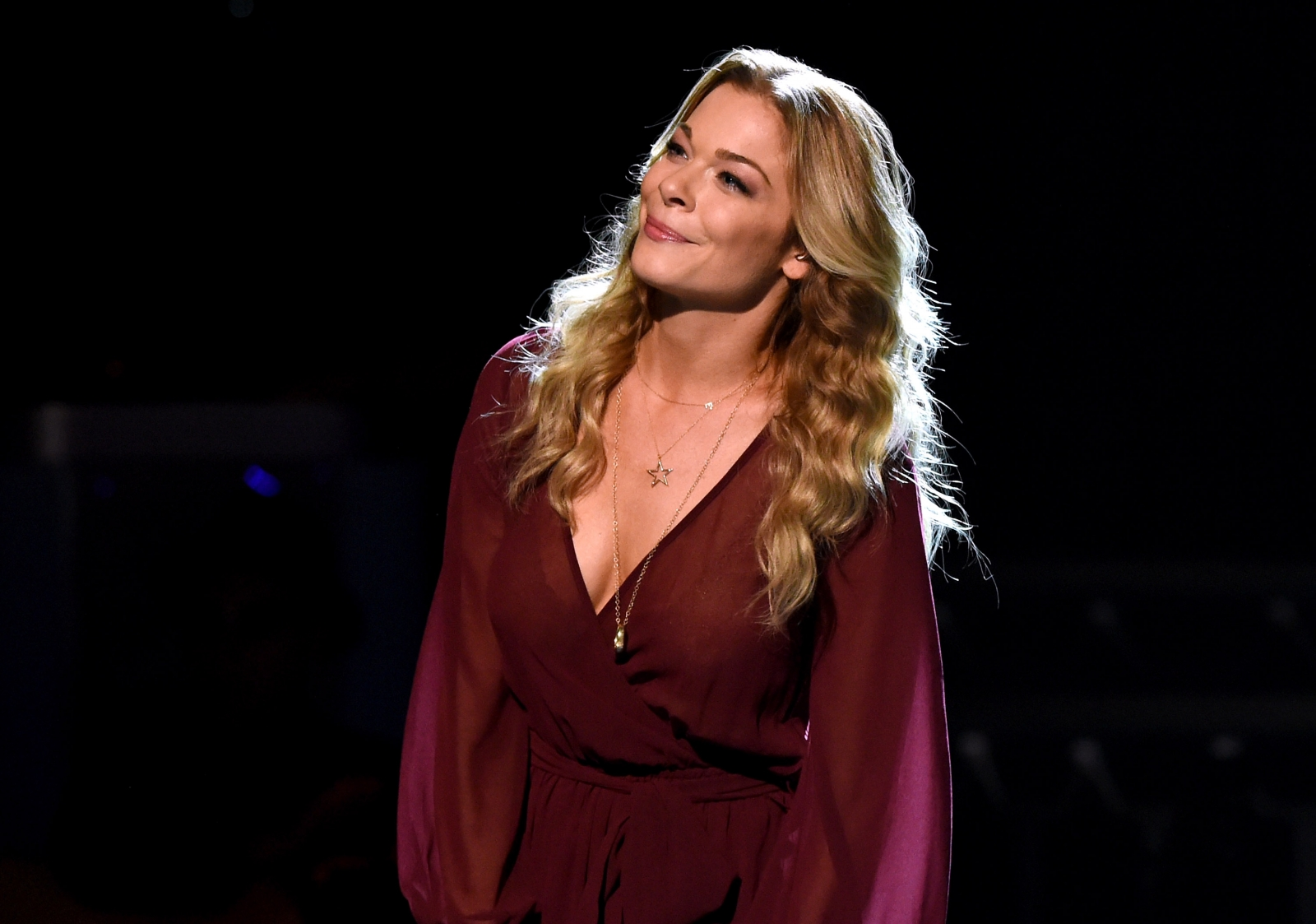 leann rimes overcomes nerves at comeback showcase in london. Black Bedroom Furniture Sets. Home Design Ideas