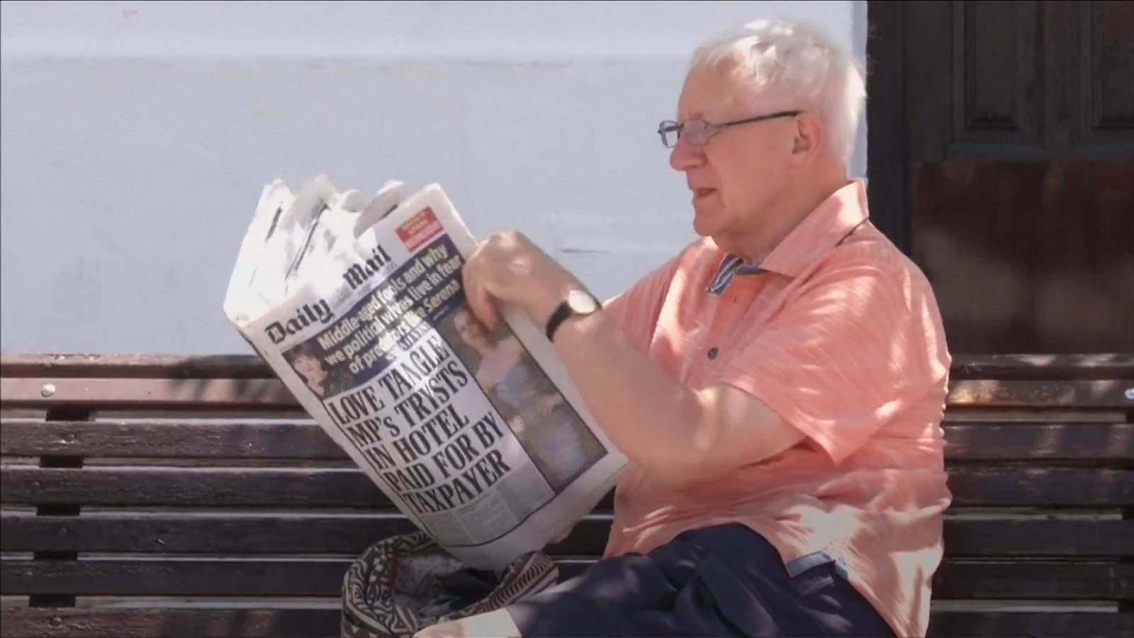 Man with Daily Mail